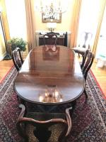 Beautiful cherry wood Queen Ann style formal dining table 1 captain/4 chairs.