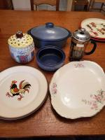 Misc. Kitchen items. Country fare covered dish & vegetable bowl.