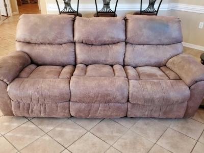 Sofa with dual reclining ends