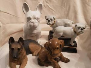 A great figurine grouping of dogs