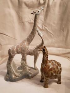 A pair of giraffe figurines, 1 is signed by the artust
