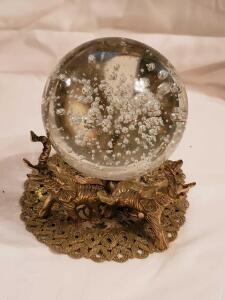 "4"" controlled bubble crystal ball, with elephant stand"