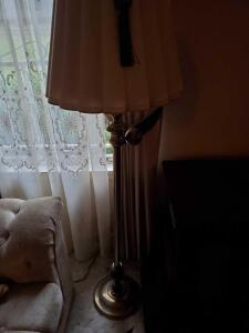 Floor lamp with a beautiful tassel and ornament