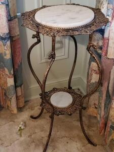 A stunning round accent table/plant stand