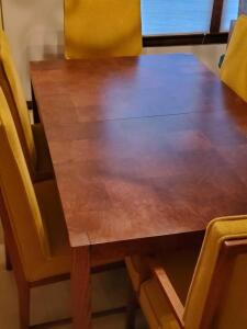 Hickory, N.C., Founder's Furniture Co., dining table and 8 chairs (2 with arm rests)