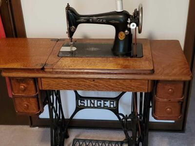 Vintage Singer sewing machine, circa 1929