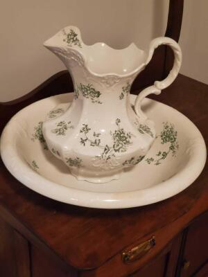 Vintage columbia wash basin and pitcher
