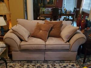 A Jackson furniture love seat with 2 accent pillows