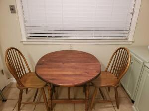 Drop side oval table and two chairs. Opened, the table is 40x34x28 tall.