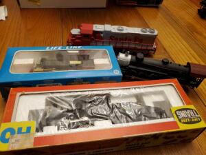 4 model train locomotives, 2 new in boxes