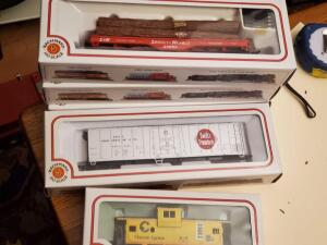 A grouping of 5 new, unopened bachmann train cars