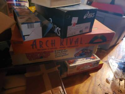 A box of vintage games, tinker toys, and a loose box of Legos, see pics for specifics