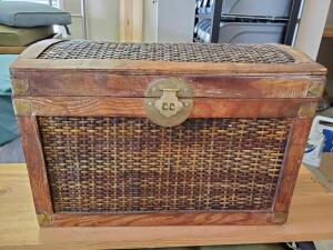 Small weathered-look wicker chest. 19.5 wide x 12 deep x 13 tall.