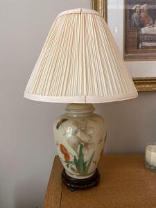 Small ginger jar style lamp, 20 inches tall