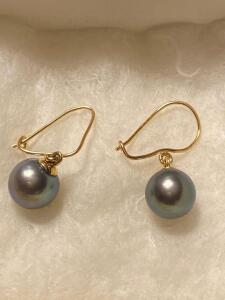 Black pearl earrings with 14 k gold posts