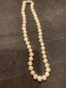 Strand of pearls with a magnet clasp