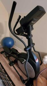 Sole E25 elliptical machine, like new condition (exercise ball is a bonus)