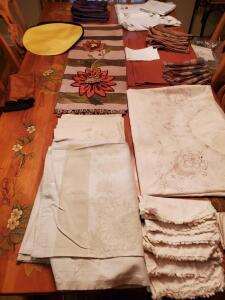 Grouping of assorted table linens.