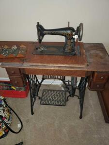 Antique (1910) singer treddle sewing machine. Machine is in fabulous condition for its age. Includes htf folding wood with attachments, no key