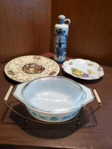 Pyrex, delft blue and 2 collectable plates.