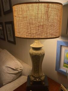 Decorative lamp with oval shade
