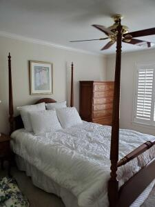Beautiful Thomasville queen size poster bed. includes mattress and box springs