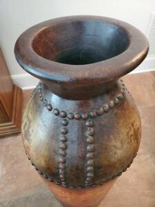 An elegant tall mexican vase with an antique design