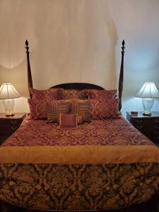 King size Barnhardt 4 poster mahogany rice bed with Kingsdown mattress and boxsprings