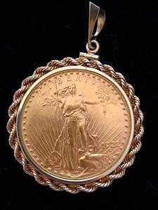1922 US Twenty Dollar Gold Coin and Pendent Extra Fine condition, 14 Karat bezel