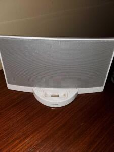 Bose docking station. Looks like it pairs with older iPhones. Untested.