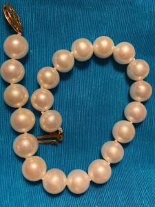 Pearl bracelet with 10 karat gold class