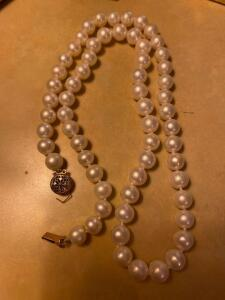 Pearl necklace clasp is broken
