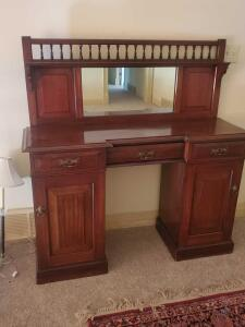 Vintage English sideboard, this is in great condition