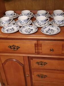 Royal china doorn in blue onion on white pattern. Circa 1954