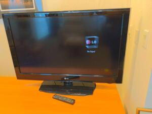 "42"" LG flat screen TV with remote"