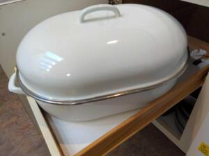 Large roasting pan with lid and grate (white)
