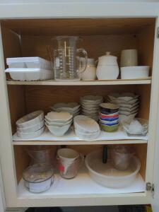Contents of upper kitchen cabinet