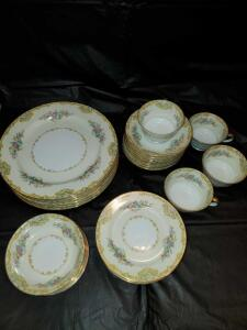 30 pieces of noritake China in the Alvin pattern. Circa 1933.