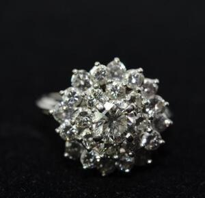 Lady's Platinum and Diamond Cluster Ring.