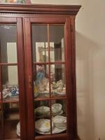 Fantastic Bassett lighted china cabinet, contents are not included - 3