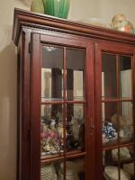 Fantastic Bassett lighted china cabinet, contents are not included - 4