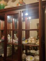 Fantastic Bassett lighted china cabinet, contents are not included - 13