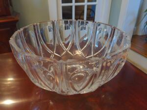 Beautiful Crystal serving / display bowl