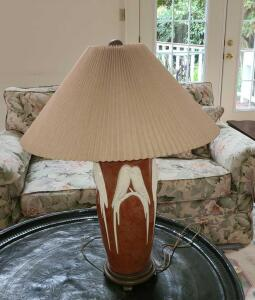 Alabaster look parrot lamp w wooden base
