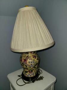 Oriental Ginger Jar lamp on wood base 19""