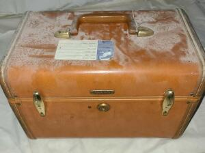 "VINTAGE SAMSONITE MAKEUP CASE. 9"" TALL X 13"" WIDE X 7.5"" DEEP. DUSTY."