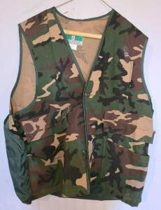 GAME WINNER HUNTER'S VEST SIZE L AND BOOT REMOVER. VEST HAS NYLON GAME POCKET IN THE BACK.