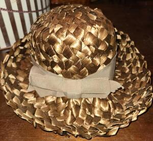 LOVELY GERBER'S OF MEMPHIS LADY'S STRAW HAT AND HAT BOX. LOVELY BRONZE COLOR.