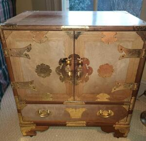 "ANTIQUE WOODEN CABINET TABLE WITH BRASS TRIMMINGS 23"" TALL X 21.5"" WIDE X 14"" DEEP. DRAWERS INSIDE"