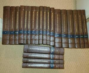 WORLD BOOK ENCYCLOPEDIA SET A-Z WITH REFERENCE. 1979. BARELY USED.